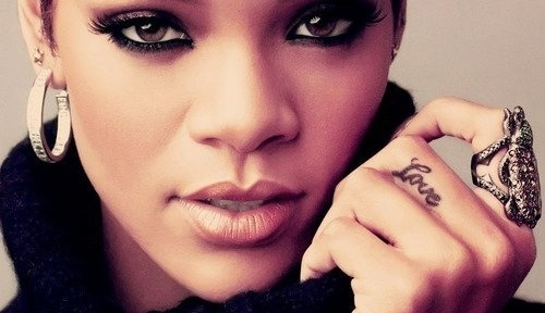 Rihanna-Love-Finger-Tattoo